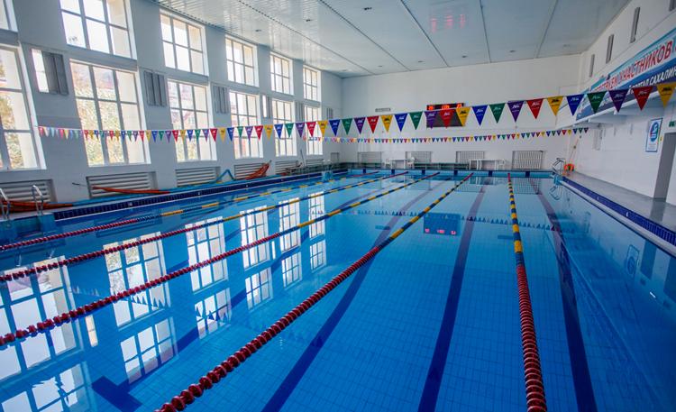 Современный плавательный бассейн