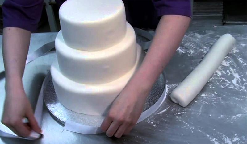 Как украсить свадебный торт в домашних условиях