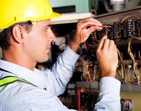 Сколько в среднем стоят услуги электрика