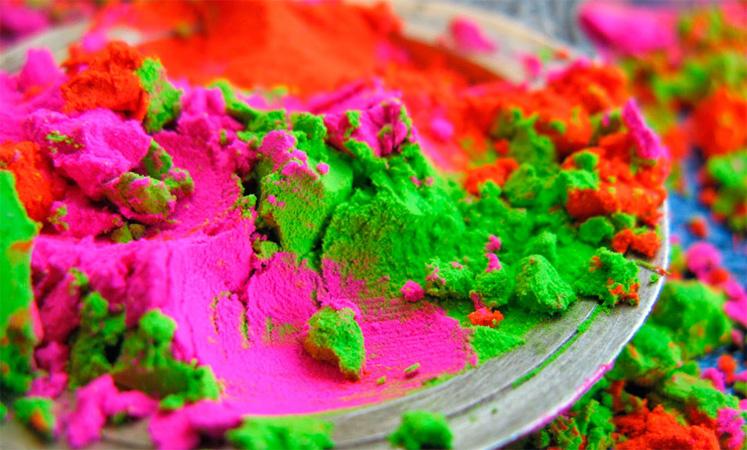 Разная краска холи