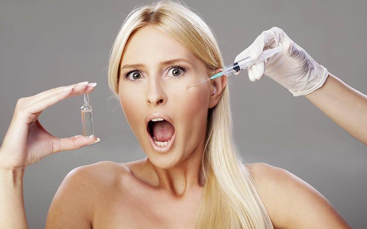Девушка с гиалуроновой кислоты