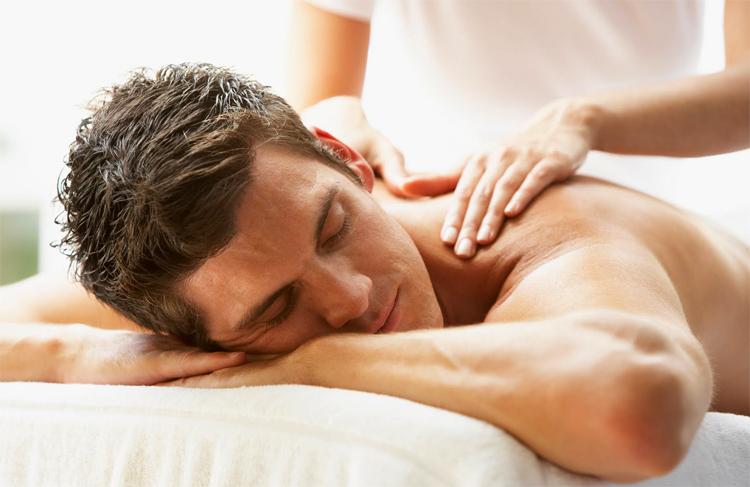 Массаж мужской спины