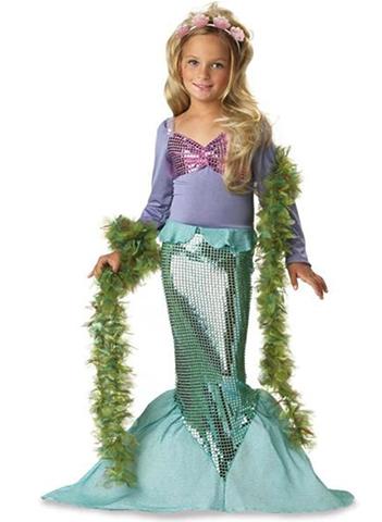 Девочка в костюме русалки