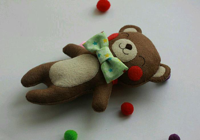 Красивая игрушка из фетра