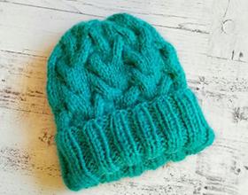 Сколько в среднем стоит вязаная шапка ручной работы