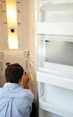 Специалист и холодильник