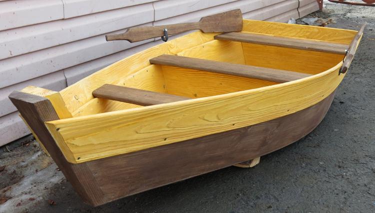 Декоративная лодка