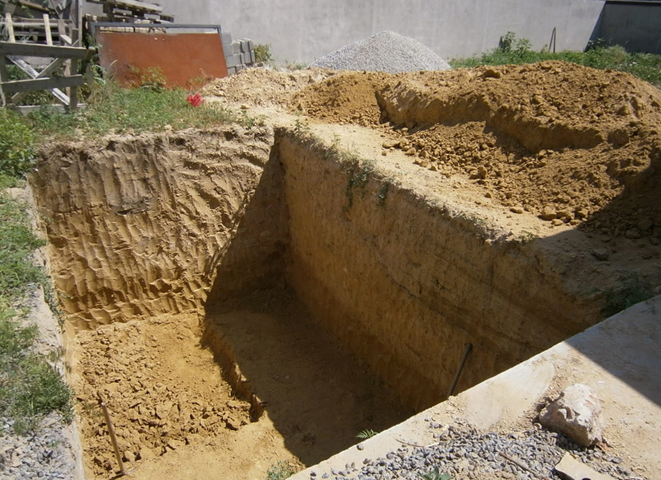 Куб земли, выкопанный вручную