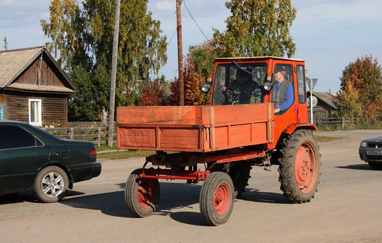 На тракторе Т-16