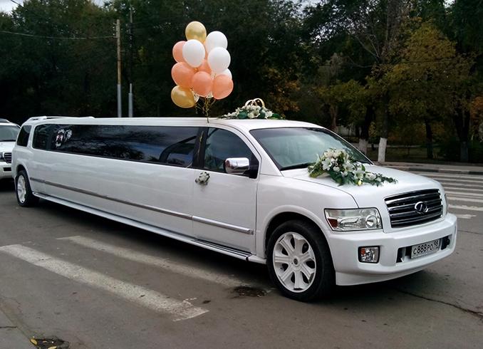 Белый свадебный лимузин
