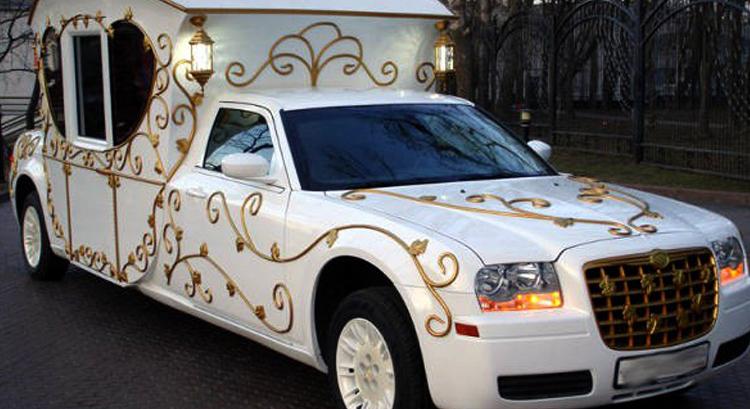 Красивый лимузин на Свадьбу