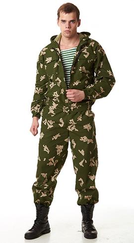 Мужчина в камуфляжном костюме