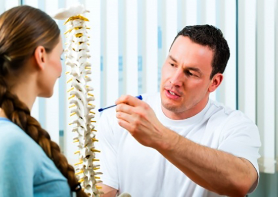 Невролог с пациентом