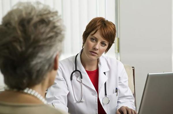 Врач онколог и клиент