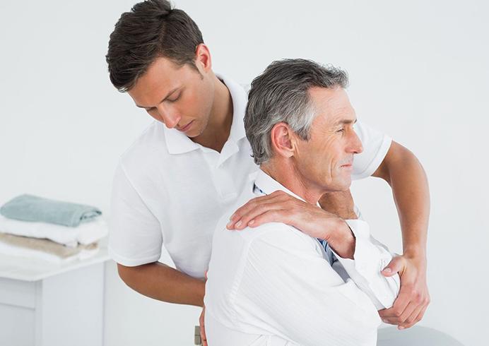 Ортопед проводит косультацию