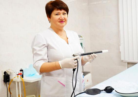 Женщина проктолог