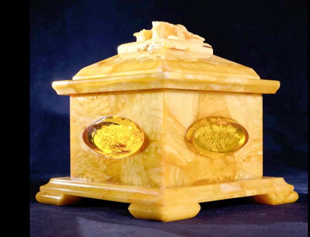 Шкатулка из янтаря за 500 000 рублей