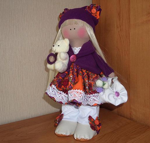 Красивая текстильная кукла