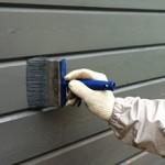 Сколько стоит покрасить деревянный дом — примерные цены