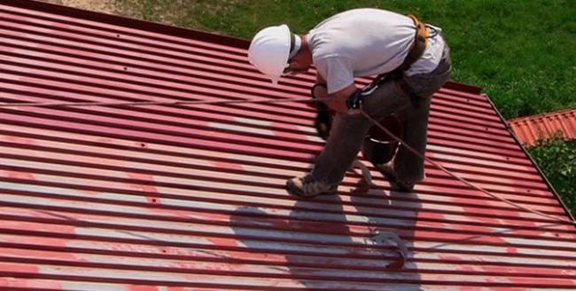 Покраска железной крыши
