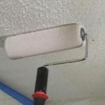 Сколько стоит покрасить потолок водоэмульсионной краской — примерная цена