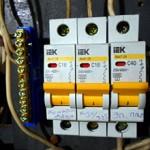 Сколько стоит замена автоматов в электрощитке и от чего зависит цена