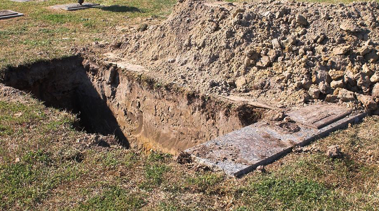 Выкопанная могила