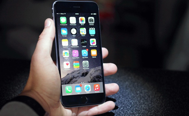 iPhone 6 в руках