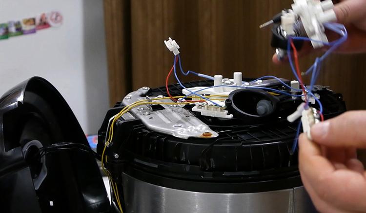 Как выглядит ремонт мультиварки