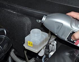 Сколько в среднем стоит замена тормозной жидкости и от чего зависит цена