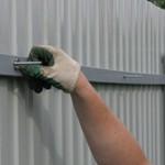 Сколько стоит построить забор из профлиста и от чего зависит стоимость?