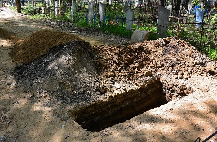 Свежевыкопанная могила