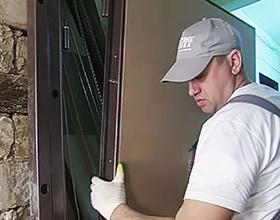 Сколько стоит установить металлическую дверь