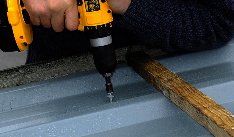 Выполнение ремонта крыши