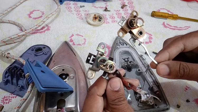 Во время ремонта утюга
