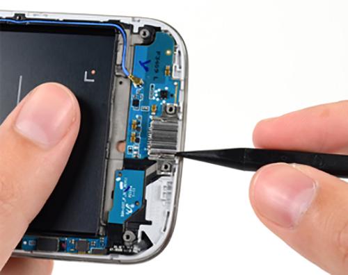 В процессе ремонта гнезда зарядки