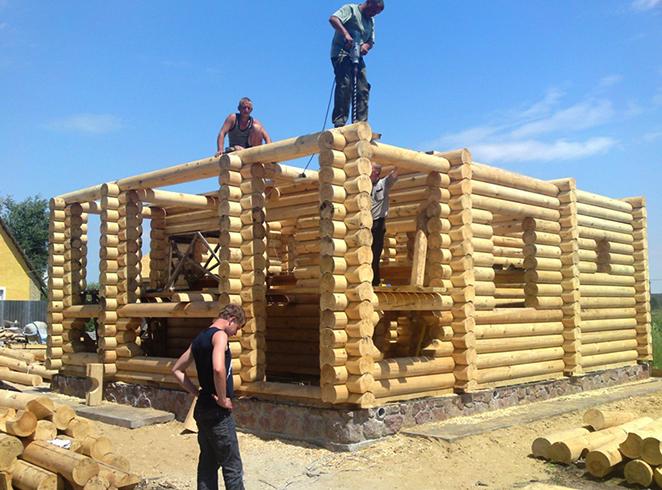 Во время постройки деревянного дома