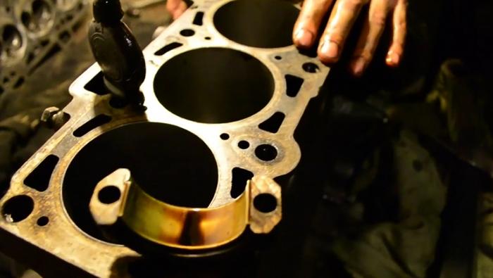 Процесс ремонт двигателя
