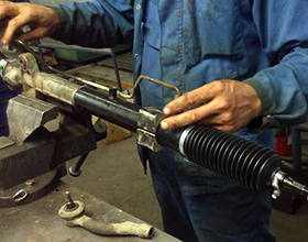 Сколько стоит отремонтировать рулевую рейку и надо ли это делать?