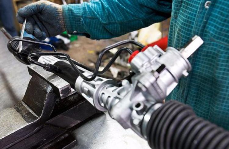 В процессе ремонта рулевой рейки