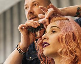 Сколько в среднем стоит сделать прическу в парикмахерской?