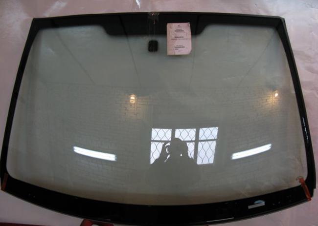 Новое лобовое стекло на Ford Fusion