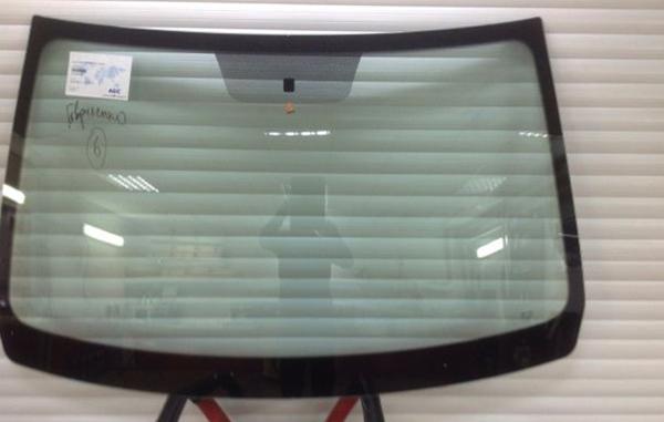 Лобовое стекло на Дастер перед установкой