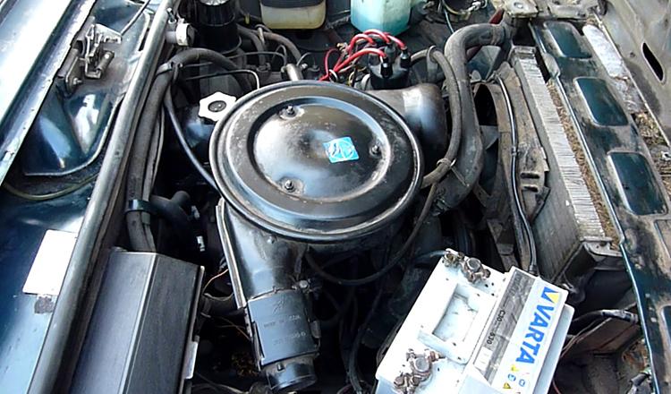 Установленный двигатель