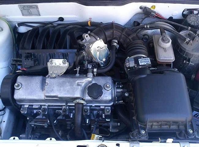 Двигатель внутри ВАЗ 2114