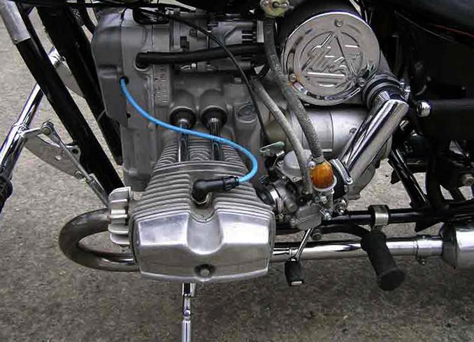 Установленный двигатель на Урал