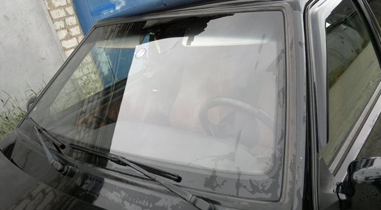 Замененное лобовое стекло
