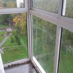 Сколько в среднем стоит остеклить балкон: особенности и средние цены