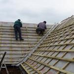 Сколько стоит перекрыть крышу в частном доме и от чего зависит цена