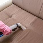 Сколько стоит почистить диван на дому — средняя цена